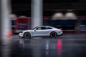 Tercepat di ruangan, Porsche Taycan raih Guiness World Record