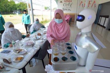 Robot pelayan ciptaan santri