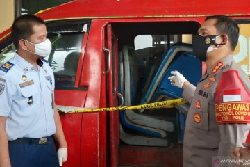Empat tersangka pencuri kursi Transjakarta diringkus Polrestro Jaktim