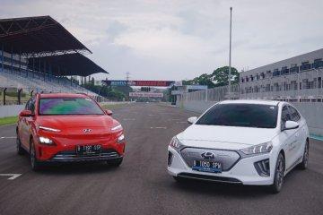 Menjajal ketangkasan dua mobil listrik Hyundai di lintasan balap
