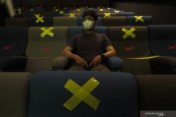 Kemarin, persiapan pembukaan bioskop hingga warna di PeduliLindungi