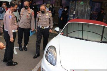 Pengemudi Porsche terobos jalur TransJakarta dikenai sanksi tilang