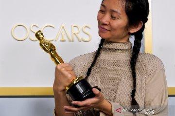 Kemarin, para pemenang Oscar 2021 sampai ribuan mobil terjual di IIMS