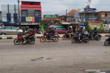 Pemudik sepeda motor mulai terlihat di Jalan Raya Bandung-Garut