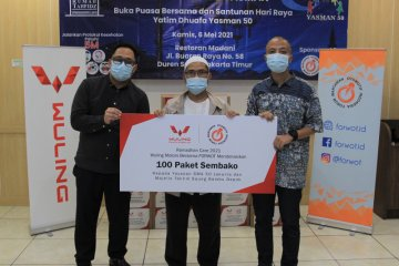 Wuling gandeng Forwot donasikan 100 paket sembako