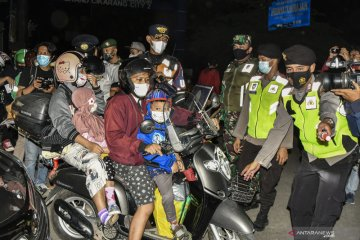 Pemudik motor memadati perbatasan Bekasi dan Karawang