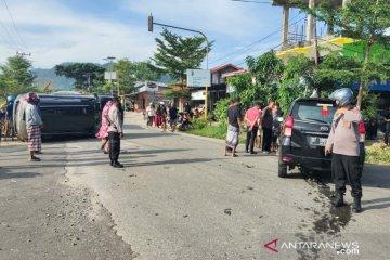 Toyota Fortuner terbalik ditabrak Avanza di Kabupaten Kolaka Utara