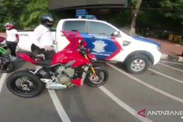 Moge Ducati batal ditilang karena knalpot bising tapi standar