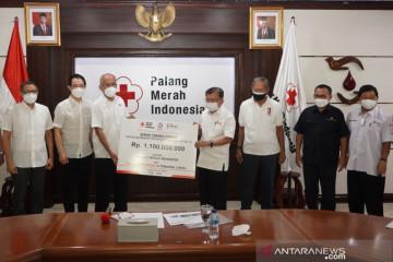 TMMIN serahkan Rp1,1 miliar serta donor plasma konvalesen kepada PMI