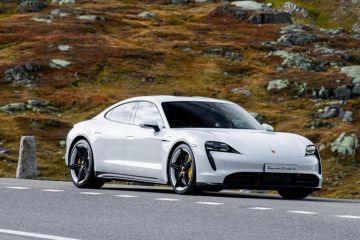 "Porsche Taycan ungguli penjualan mobil ""sport"" legendaris 911"