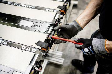 Pabrik Mercedes-Benz mulai produksi baterai eActros