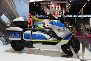 BMW rilis skuter listrik versi polisi