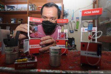 Produksi kerajinan miniatur pom mini