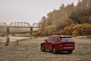 """Masalah pada """"high beams"""" Jeep harus tarik Grand Cherokee 2021"""