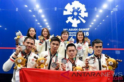 Squash Tim Putra Putri HongKong Menerima Medali