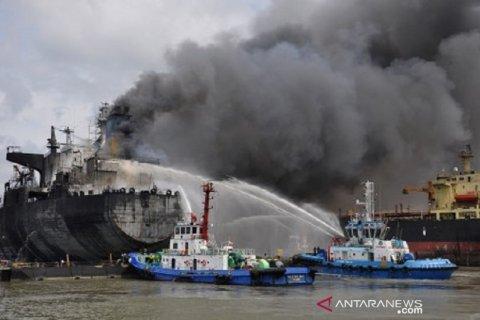 Kapal Tanker Terbakar