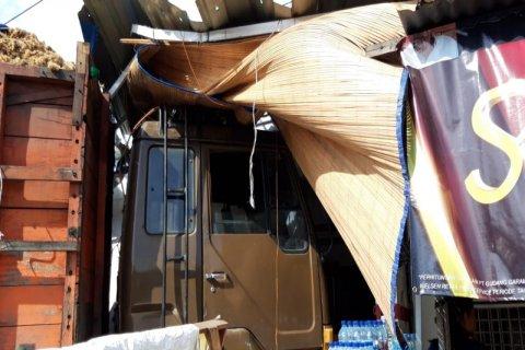 Truk seruduk kedai kelontong di Tebing Tinggi, tidak ada korban jiwa