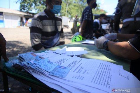 Razia pelanggar PSBB Surabaya Raya
