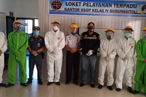 Pelabuhan Gunungsitoli wajibkan pengunjung pakai masker