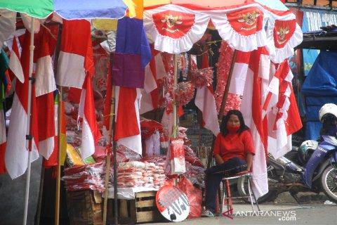 Penjualan Bendera Merah Putih Jelang HUT Kemerdekaan RI