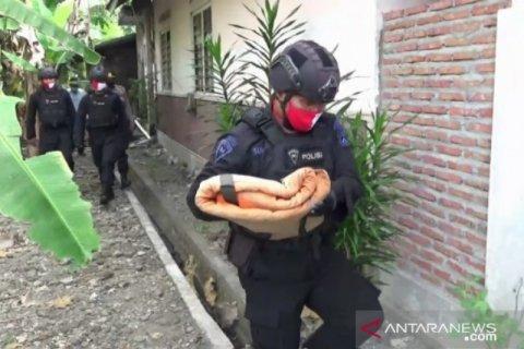 Warga Ngawi temukan amunisi bekas perang di Bengawan Madiun