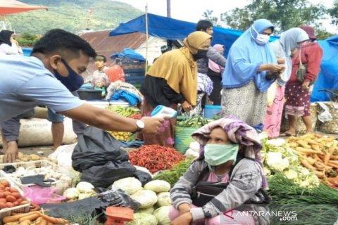 Petugas penanganan COVID-19 Tapsel terus monitoring pasar terkait protokol kesehatan