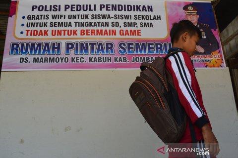 Rumah pintar untuk belajar daring di Jombang