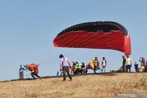 Latihan Paralayang di Ponorogo
