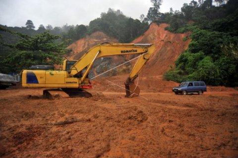 Longsor Jalan Padang-Bengkulu