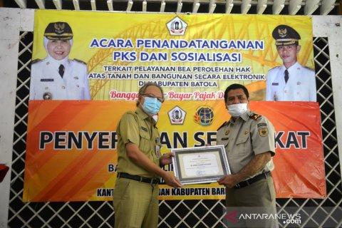 BPN hands over 750 Batola's land certificates