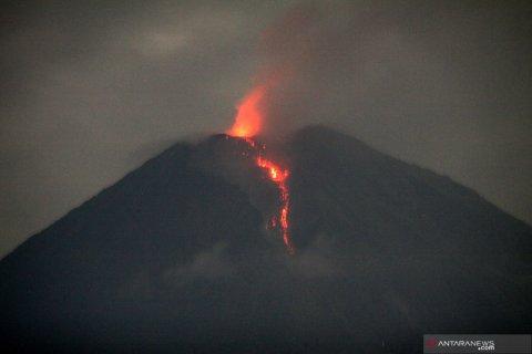 Lava pijar Gunung Semeru