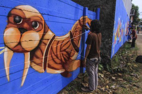 Aksi melukis bersama grafiti Depok