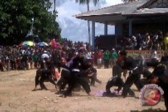 Yan Megawandi: Lestarikan Perang Ketupat Tempilang