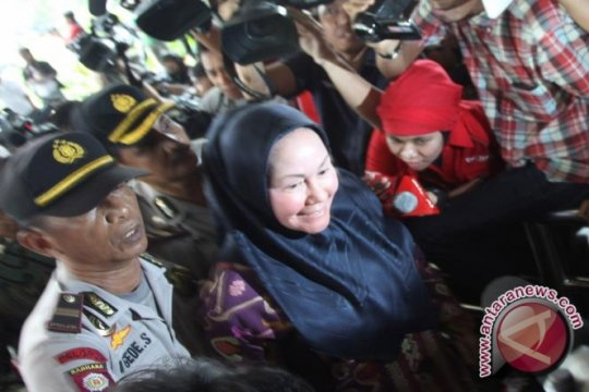 Ratu Atut Chosiyah Dituntut 10 Tahun Penjara