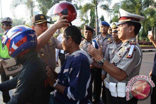 Polisi Bangka Barat Tumbuhkan Kesadaran Penggunaan Helm
