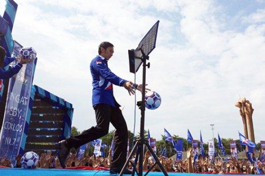 Tendangan Bola SBY Bukan Politik Uang
