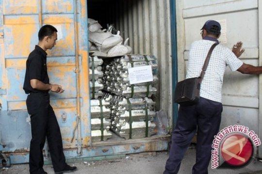 Puluhan Kontainer Timah Tertahan di Gudang PT BGR