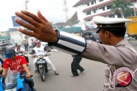 Polisi Sosialisasi Keselamatan Berlalu Lintas di Sekolah
