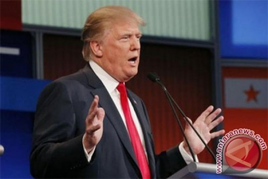 Wajah Donald Trump di Walk of Fame Dicoreti Huruf X