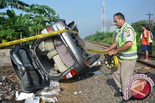 Kereta Api Tabrak Mobil Dua Orang Tewas