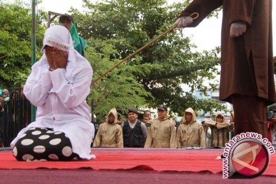 Lima Pelanggar Syariat Islam Dihukum Cambuk