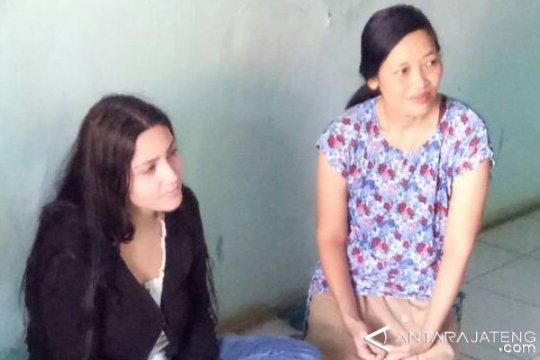 """Gadis Italia Ini Rela """"Terbang"""" demi Pemuda Idamannya di Batang"""