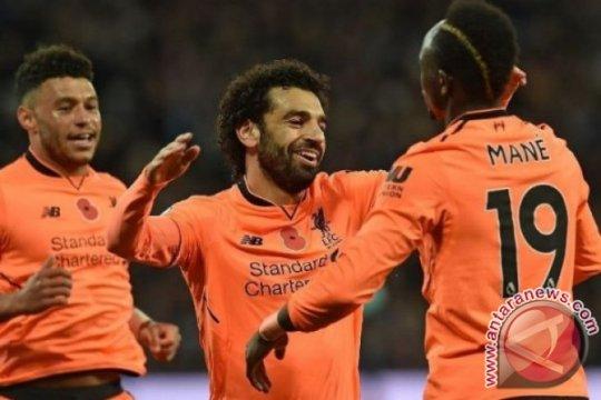 Salah dan Firmino kirim Liverpool ke empat besar