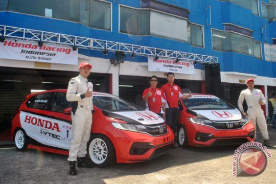 Mobil balap baru