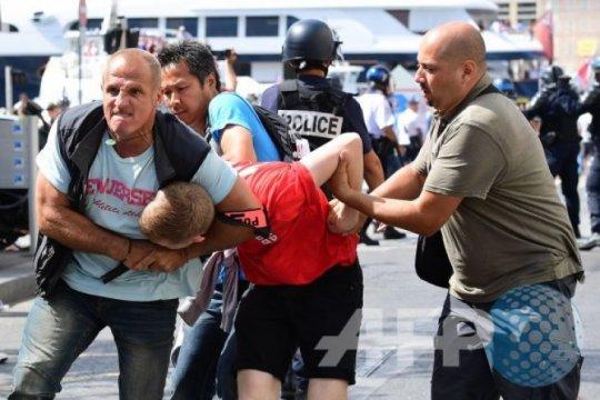 Polisi Amsterdam amankan 100 suporter Inggris