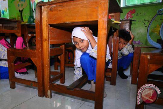 Edukasi penanggulangan gempa bumi