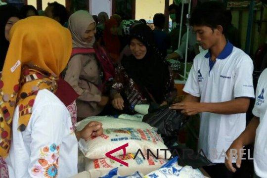 Ratusan warga Muntok antusias manfaatkan pasar murah Ramadhan