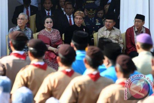 Pejabat kenakan pakaian adat di peringatan Hari Lahir Pancasila