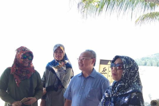 Wisatawan Brunei Darussalam kagumi Pantai Tanjung Pesona Bangka (Video)