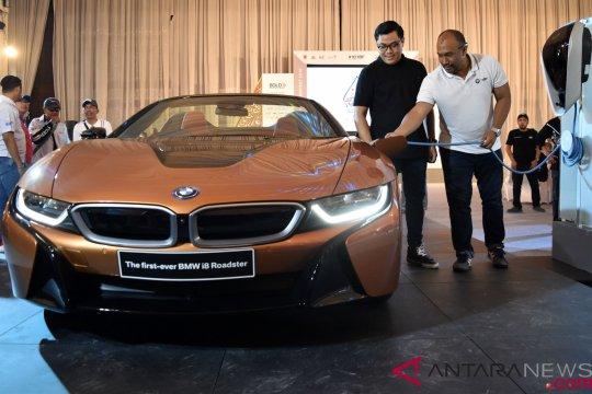 Peluncuran Mobil Listrik BMW i8 Roaster